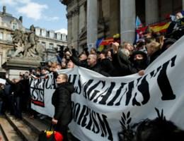 Hooligans brengen grimmige sfeer op Beursplein: 'Zeer ongepast'