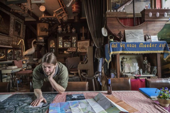 In het PolderMAS verzamelt Benjamin Vergauwen alles wat met de poldergeschiedenis te maken heeft. 'Het leven van ons gezin staat in wachtmodus', zegt hij.