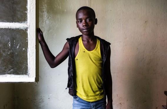 Tumaini Shukuru (14) werd ingelijfd door Rwandese Hutu-rebellen. 'Ze lieten mijn familie met rust, als ik met hen meekwam. Mijn ouders huilden.'