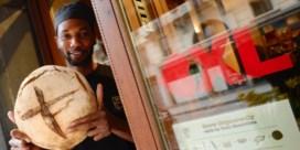 Brusselse winkeliers tonen liefde voor hun stad met opvallende stickers
