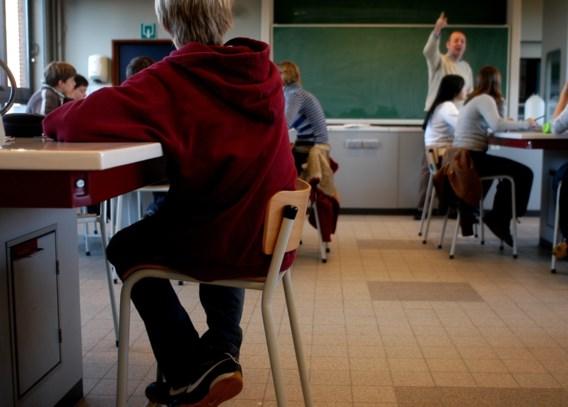 Adolescenten zitten 9 uur per dag stil