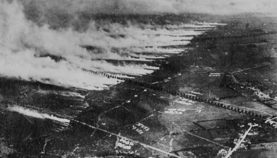 De gasaanval van 22 april 1915: wind voert het chloorgas naar geallieerde posities.