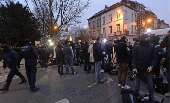 Op 18 maart werd Salah Abdeslam gearresteerd in Molenbeek, vier dagen voor de aanslagen. De politie heeft geen weet van feestende jongeren in de gemeente op 22 maart.