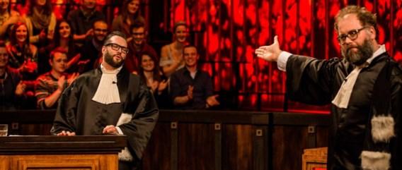 Brulboeien met baarden: Alex Agnew (links) en Joost Vandecasteele als gelegenheidsadvocaten.