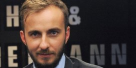 Komiek Böhmermann neemt advocaat in de arm