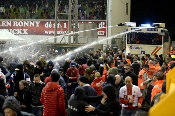 Antwerpse supportersfederatie Act as One biedt verontschuldigingen aan