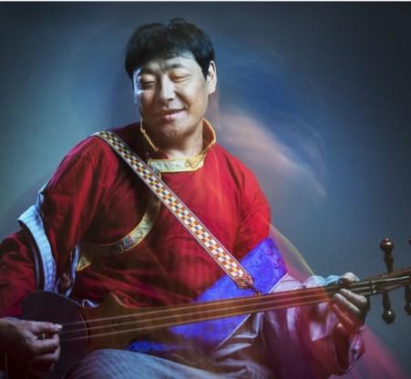 De Tibetaan Kelsang Hula ontvluchtte zijn land met zijn mandoline.