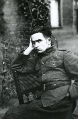 Paul van Ostaijen als soldaat-milicien in Duitsland (1921).