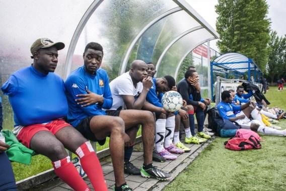 Een blonde streep in zijn haar: Issaka Abudulai heeft alvast de looks van een profvoetballer.