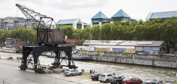 Aan het Kanaal maakt een deel van het postmoderne KBC-hoofdkwartier uit de jaren 80 plaats voor hedendaagse woningen.