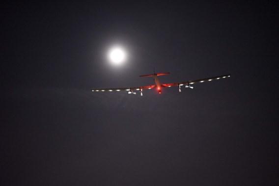 Solar Impulse 2 legt dertiende etappe wereldreis succesvol af