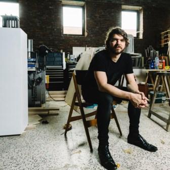 Het oorlogsverleden van zijn familie loopt als een rode draad door Renato Nicolodi's oeuvre.