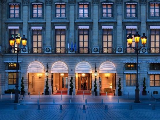 Legendarisch luxehotel heropend in lichtstad