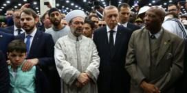 Boze Erdogan verlaat begrafenis Ali vroegtijdig