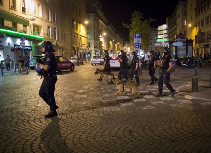 Meteen raak: rellen met Engelse voetbalsupporters in Marseille
