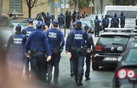 Brusselse agenten in actie in Molenbeek. Jambon wil de MR niet bruuskeren in de discussie rond een fusie van de Brusselse politiezones.