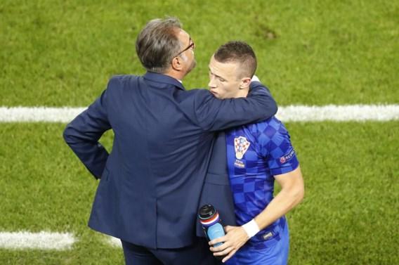Bondscoach Ante Cacic omhelst Perisic, na zijn glansprestatie tegen Spanje.
