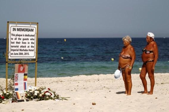 """<p>Een gedenkteken op het strand van Sousse voor de 38 slachtoffers die werden vermoord op 26 juni 2015.<span class=""""credit"""">reuters </span></p>"""