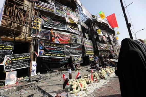 """<p>Een wake aan de plaats waar minstens tweehonderd Irakezen zondag het slachtoffer werden van een bomaanslag.<span class=""""credit"""">epa</span></p>"""