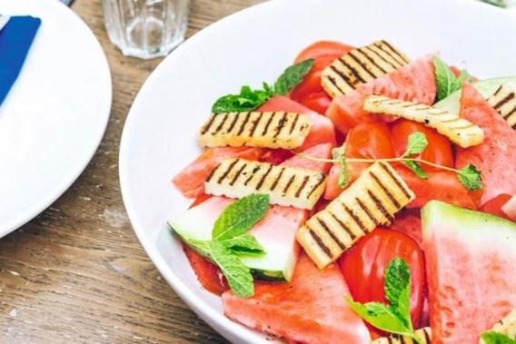 RECEPT. Tomatensalade met haloumi en watermeloen