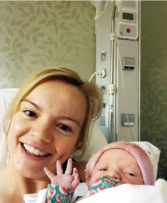 Jan Bakelants' vriendin beviel woensdag van dochter Julia.