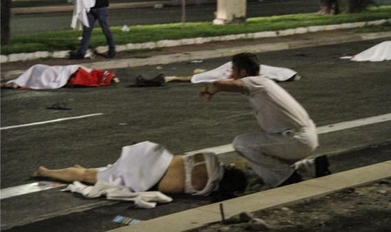 Een getuige: 'Ik stond hier aan de kant en daar verderop lagen allemaal mensen op straat.'