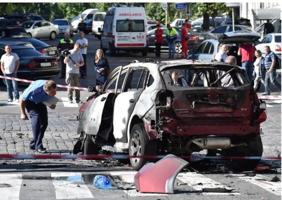 Politieagenten  onderzoeken de wagen waarin  Sjeremet  overleed.