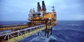 Winst olieconcern BP bijna gehalveerd