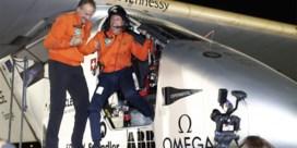 Zonnevliegtuig beëindigt historische vlucht