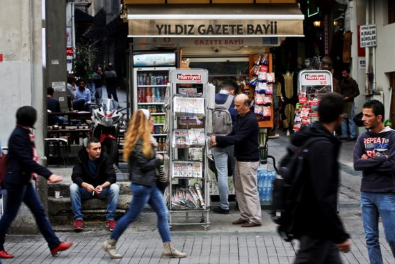 """<p>Een krantenstandje in Istanbul. Met steeds minder kranten.<span class=""""credit"""">pn</span></p>"""