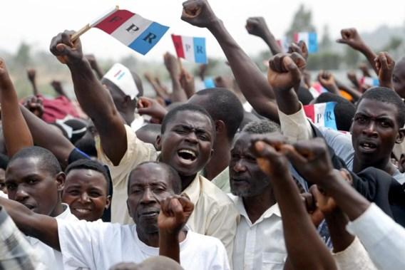 Aanhangers van het Rwandees Patriottisch Front (RPF) tijdens een verkiezingsmeeting in 2003. Slachtoffers van de genocide van 1994. Paul Kagame in 1994, als militair leider van het RPF.