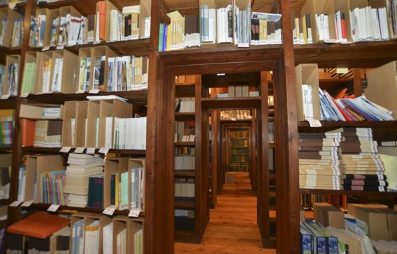 De erfgoedbibliotheek bevat een schat aan boeken, brochures, tijdschriften, affiches en documenten.