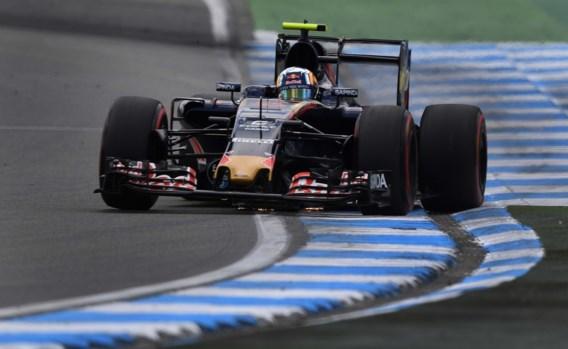 Carlos Sainz Jr moet drie plaatsen achteruit op startgrid in GP van Duitsland