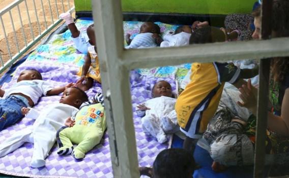 'De onzekerheid of de tien Oegandese kinderen al dan niet mee naar hun nieuwe thuis kunnen, is ondraaglijk', zegt het Vlaams Centrum Adoptie.