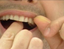 Waarom je best niet meer je tanden flost