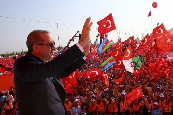 Erdogan stelt op grote manifestatie opnieuw doodstraf in vooruitzicht
