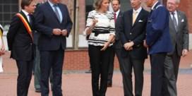 Koning en koningin bezoeken gewonde agente in Charleroi