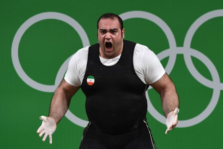 Oproerpolitie moet tussenbeide komen bij woede-uitbarsting van 'Iraanse Hercules' tijdens gewichtheffen