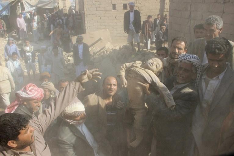 'Minstens zestien mensen gedood bij luchtaanval in Jemen'