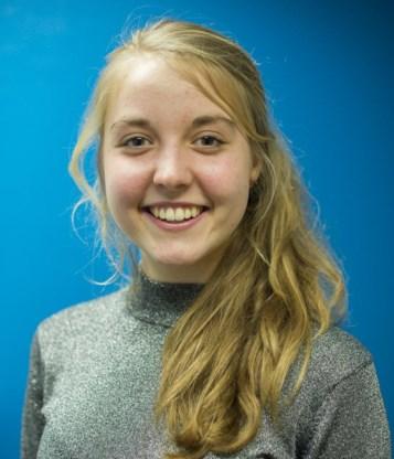 Mona Thijs (17) studeert Latijn-Moderne Talen en is lid van De 10, het jongerenproject rond nieuwe eindtermen van de Vlaamse  Scholierenkoepel.  Ze heeft ook een blog.