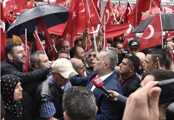 Metin Külünk bij een demonstratie in Keulen tegen de mislukte coup. Hij gaat morgen naar een gelijkaardige bijeenkomst in Beringen.