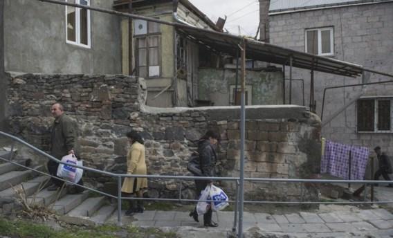 Mensen lopen op straat in Kond, een van de oudste delen van de Armeense hoofdstad Jerevan.