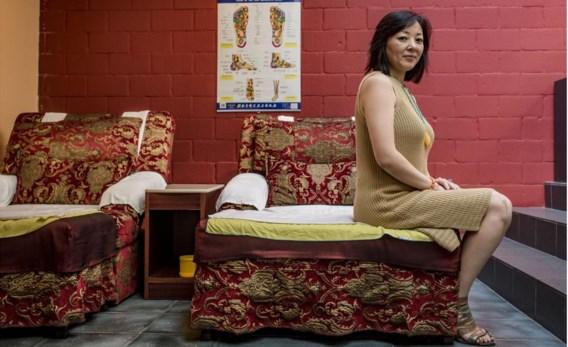 Yi Chen van massagesalon Asimas vindt het voorstel van het Antwerps stadsbestuur schitterend: 'Dat ze maar snel komen controleren.'