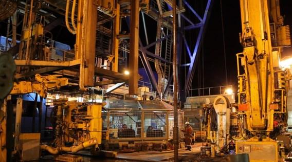 Het werk op het boorschip Chikyu gaat dag en nacht door.