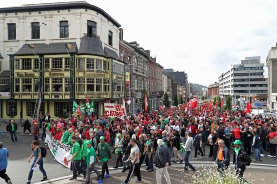 Duizenden mensen manifesteren tegen Caterpillar in Charleroi