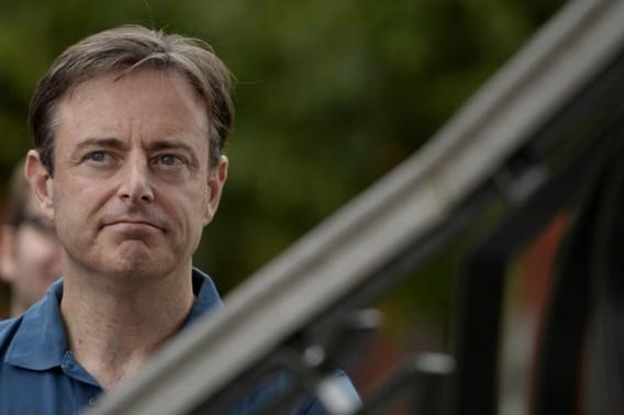 De Wever fluit duo Vuye-Wouters terug