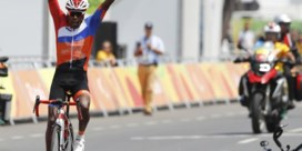Coup de théâtre tijdens Paralympics: duo valt vlak voor finish wegrit, Nederlander pakt goud