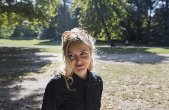 Evelien Bosmans: 'Tuurlijk hebben Jonas en ik tijd om samen leuke dingen te doen. Samen de vuilnisbakken buitenzetten bijvoorbeeld.'