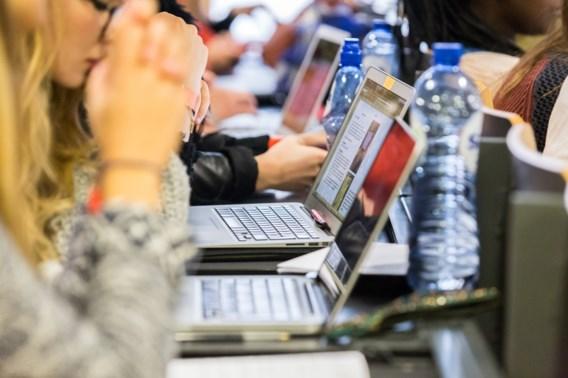 Hooglerares bant laptops uit aula