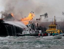 Olietanker in brand in Golf van Mexico